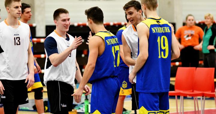 Basketbalový pohár MŠMT putuje na gymnázia v Nymburce a Havířově
